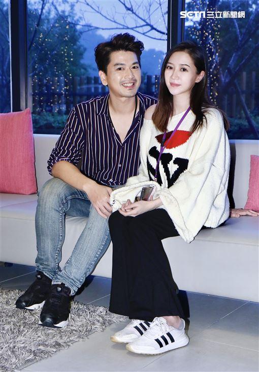 潘逸安和圈外愛妻。(記者林聖凱攝影)