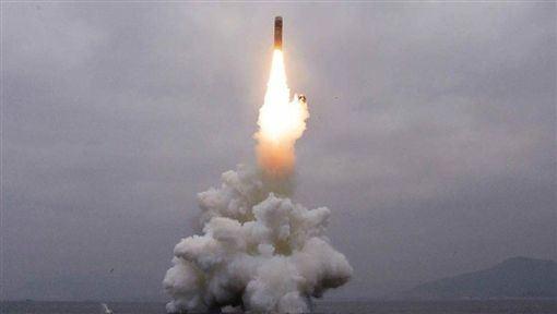 北韓,金正恩,火箭試射,成功,滿意(圖/翻攝自勞動新聞網頁)