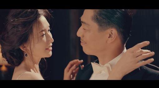 林志玲和AKIRA 影片截圖