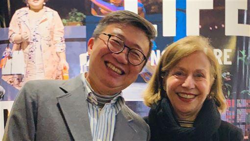 巴黎秋季藝術節總監與台灣導演王嘉明相見歡巴黎秋季藝術節藝術總監瑪麗亞.寇琳(Marie Collin)(右)與台灣導演王嘉明(左)在「RE:親愛的人生」結下緣分。她表示,很喜歡這部作品,盛讚作品本身已經超越了文化語言的限制,每名觀眾都可以感同身受。中央社記者趙靜瑜攝 108年11月29日