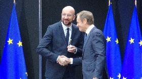 新舊歐洲理事會主席交接 信物是小搖鈴