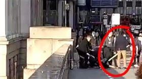 倫敦傳恐怖攻擊!男綁炸彈「隨機殺人」 至少5人死傷(圖/翻攝自推特)
