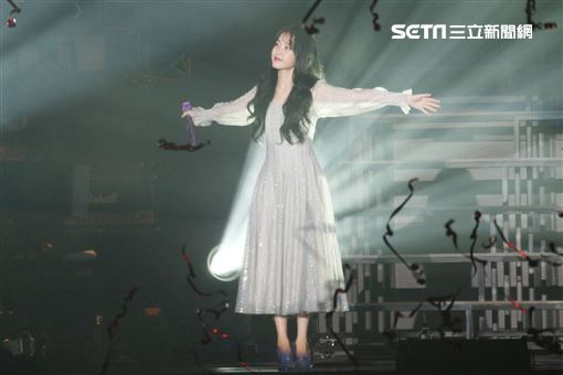 IU在台開唱。(圖/記者林士傑攝影)