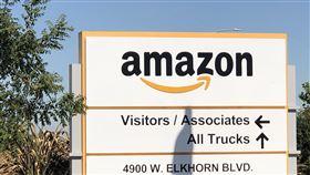 進出貨全由亞馬遜一手包辦亞馬遜的倉儲名為「任務中心」,從收單到出貨的全部流程都由亞馬遜一手包辦,滿足用戶單日下單、當日收貨的期待與承諾。中央社記者周世惠舊金山攝 108年10月20日