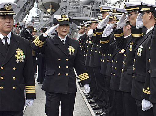 日本海上自衛隊48歲一等海佐(上校)大谷三穗2日接任妙高號驅逐艦艦長,為第一位神盾艦女艦長。(共同社提供)