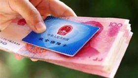 統戰第一步?中國人社部曝「惠台」政策:台人憑證可免保險(圖/翻攝自微博)