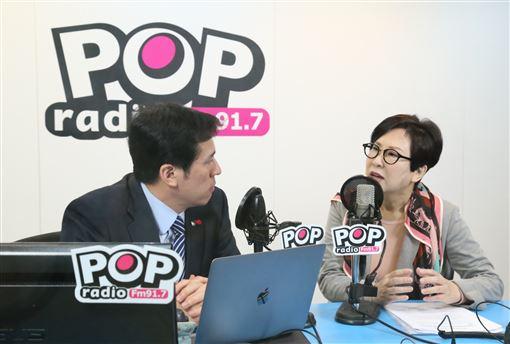 ▲余湘接受廣播專訪。((圖/《POP撞新聞》製作單位提供)