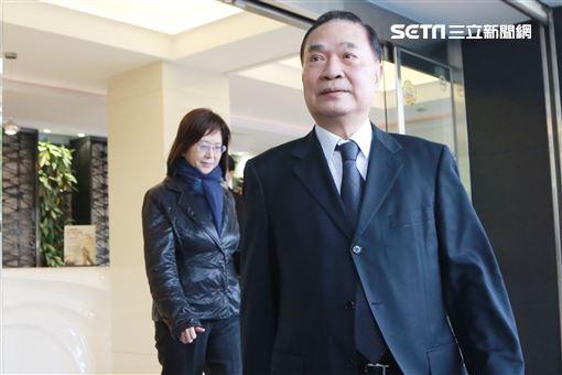 中視前總經理江奉琪前往高以翔靈堂。(記者林士傑/攝影)
