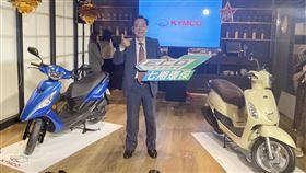 KYMCO呼籲油電平權  中央地方同調KYMCO(光陽工業)集團執行長柯俊斌表示,3日率先同業推出2款7期環保車,並呼籲能「油電平權、中央地方同調」,讓二輪車市銷售正常回歸市場自由競爭機制,無須製造油電分裂。中央社記者韓婷婷攝  108年12月3日