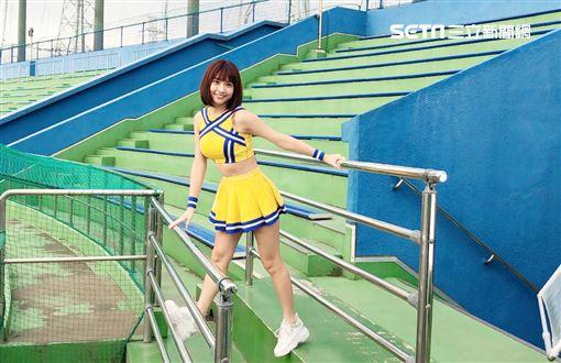 峮峮特地抽空前往東京球場拍攝。(圖/宏將多利安提供)