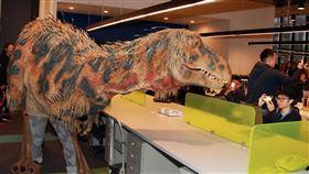 恐龍亂入三立新聞網 穿越攻佔台北