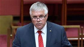 澳洲中間聯盟黨參議員派屈克(圖)等6位小黨及無黨籍議員3日聯合提案,要求參議院針對澳洲與中國的關係展開全面調查和辯論。(圖取自facebook.com/senator.rex.patrick)