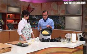 小周師使用大寶鍋做料理。 大寶鍋容量大又輕巧。 一鍋多用煎煮炒炸,甚至也可以取代湯鍋。 愛娥樂直播小寶鍋使用狀況!