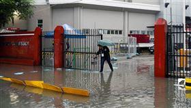 「北冕」颱風襲菲律賓釀10死 逾34萬人撤離至疏散中心,圖/路透社/達志影像