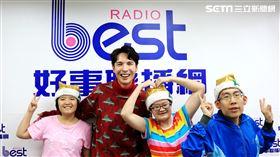 陳勢安近日受好事989電台邀請,前往「小胖威利關懷協會」關懷協會病友,並合作演唱聖誕歌傳福音。好事聯播網提供