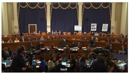 美國,川普,彈劾聽證會,學者議員,各持立場,爆交鋒(圖/截圖自youtube)