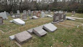 法國,反猶行為,猶太人墓,遭塗鴉,納粹圖案(圖/翻攝自臉書)