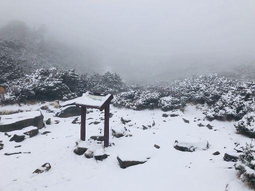 吳德榮,水氣氣溫,配合,高山初雪,機率高(圖/中央社)