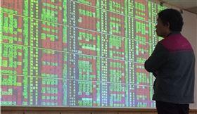 昔日股價曾站上千元大關、登上台股股王的太陽能廠益通,在產業供過於求、連續6個月營收為零的慘澹經營下,明年1月13日將下櫃終止買賣。