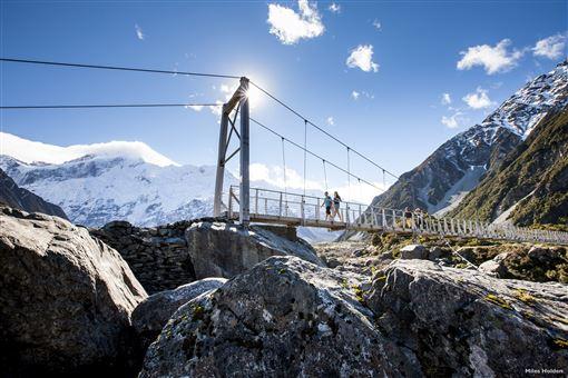 ▲來紐西蘭南島,一定要到當地最高峰庫克山走走,步道的難度不高,卻能欣賞超壯觀風景。(圖/紐西蘭航空)