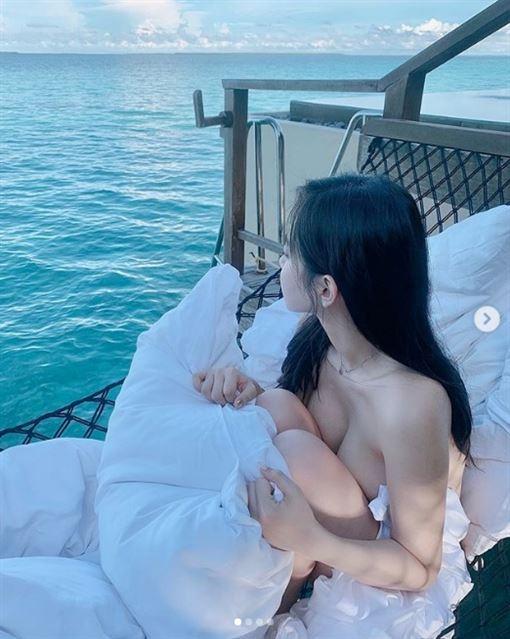 申才恩馬爾地夫海上火辣照(圖/翻攝自申才恩IG)