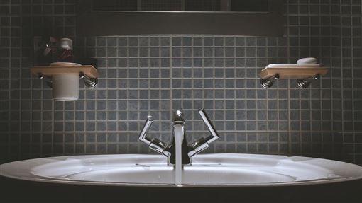 浴缸,磁磚(示意圖/翻攝自pixabay