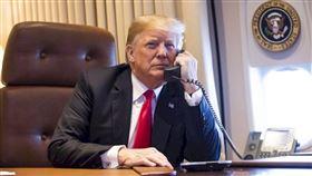 美國民主黨3日在報告中表示,總統川普(圖)為在2020年大選贏得連任濫用職權,請求外國干預、破壞國家安全,和史無前例地下令妨礙國會調查。眾議院表決通過總統川普彈劾報告。(圖取自twitter.com/realdonaldtrump)