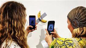藝術,香蕉,義大利,作品,創作,膠帶 https://www.instagram.com/p/B5tQ80NgfuP/
