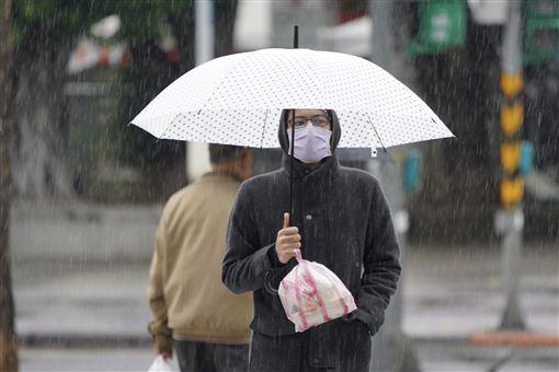 中央氣象局,東北季風,南方雲系,降雨,溫度再降(圖/中央社)