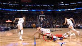 NBA/英葛蘭倒地…又慘遭重擊頭部 NBA,紐奧良鵜鶘,Brandon Ingram 翻攝自推特