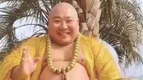 中國大陸,彌勒佛,網紅,胖子,賺錢,富婆(圖/翻攝自哈尔滨新闻)
