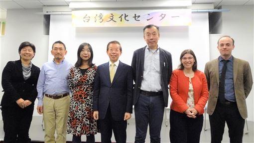 人權外交 台法駐日使館文化中心合辦分享會台灣與法國的駐日大使館文化中心5日晚間在東京合辦有關人權議題的分享會,邀請於10月到台灣參加國際人權聯盟第40屆年會的3名日本人權專家分享到台灣與會的心得。中央社記者楊明珠東京攝 108年12月6日