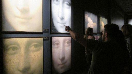天才達文西巴西特展:蒙娜麗莎的秘密巴西聖保羅影音博物館舉辦「天才達文西逝世500週年紀念特展」。當中「蒙娜麗莎的秘密」,展出著名工程師、研究員和藝術作品攝影師柯特在羅浮宮美術館對這幅世界著名繪畫進行的透徹分析。圖為11月23日攝。中央社記者唐雅陵聖保羅攝 108年12月7日