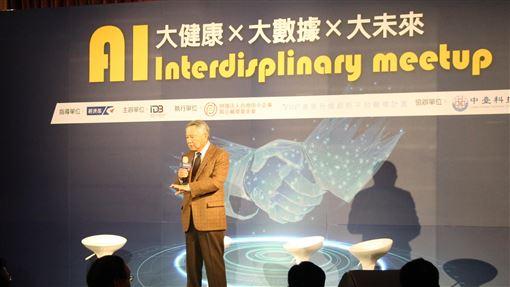 人工智慧跨域論壇台中登場「人工智慧跨域小聚 大健康x大數據x大未來」論壇6日在台中登場,邀集產業、官方與學界代表,針對人工智慧在醫療健康產業上的應用等議題討論。中央社記者蘇木春攝 108年12月6日