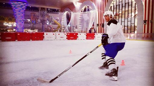 ▲前5566團員許孟哲曾當選冰球國手。(圖/翻攝自許孟哲臉書)