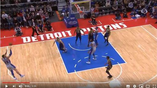 ▲『幹籃哥』葛瑞芬(Blake Griffin)投進超狂壓哨球。(圖/翻攝自YouTube)