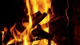 火 焚燒 https://www.flickr.com/photos/barbostick/5093286944/in/photolist-8L5qL9-4eCKza-2aGWbV7-cCDUz9-6cSpmL-4yfPSd-5PNZvg-FBHu4-FBGx7-FBHxn-emu6mh-DKVGf-8jD2AL-6cNgN8-Jt2wU-rcFZM-9BA1Gm-2eMo7-DKUHc-7cCM