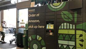 超市可望成為亞馬遜無人機的充電據點亞馬遜兩年前併購全美500家全食超市公司,並從去年起廣設儲物櫃(Amazon Hub Locker),未來超市的實體店面可望成為都會區無人機的充電站。中央社記者周世惠舊金山攝 108年12月8日