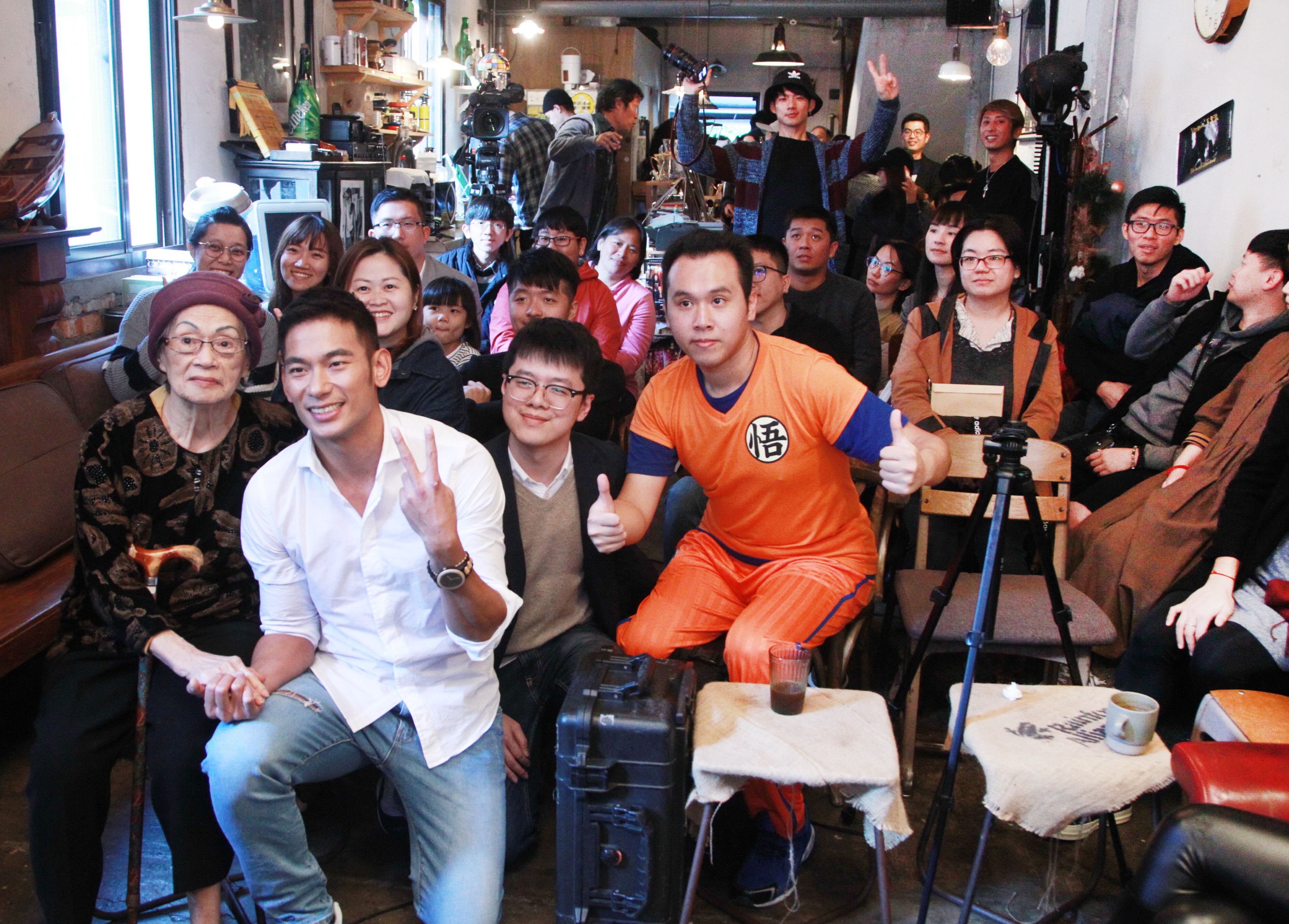 亮哲生日當天舉辦小型歌友會,首度發布台語創作「囝仔」。(記者邱榮吉/攝影)