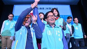 理念相符 陳水扁:盼一邊一國黨前進國會前總統陳水扁(前右)8日在台北受訪指出,雖然他現在不是總統,但一邊一國行動黨要做台灣主權的悍將,這與他過去理念相符,盼一邊一國行動黨能拿到國會席次,也因此他才會當一邊一國黨的「澆水園丁」,為他們加油。中央社記者王飛華攝 108年12月8日