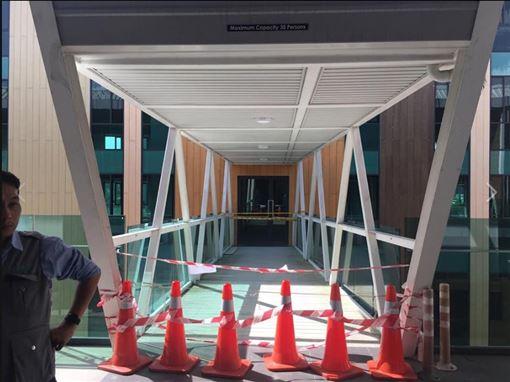 馬來西亞,空橋破洞