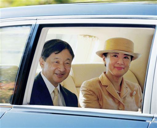 日皇德仁皇后雅子(右)9日迎接56歲生日,她表示對日本醫師中村哲日前在阿富汗喪命感到遺憾。(共同社提供)