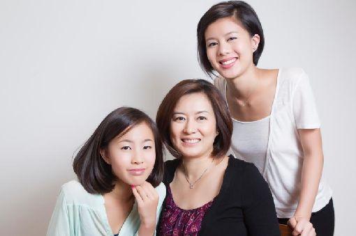 旅美台灣女兒用舞台劇訴說香港故事在美國戲劇界嶄露頭角的台灣女兒郭佳怡(右),創作以香港反送中為主題的舞台劇,用說故事讓不同族裔的人感受到香港追求民主的決心。(郭佳怡提供)中央社記者周世惠舊金山傳真 108年12月10日