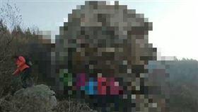 這也能山寨?山東驚現獅身人面像 大媽打卡狂讚:鬼斧神工 圖/翻攝自微博