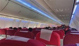 飛機將起飛!乘客得知「家人過世」…航班緊急返回機場(圖/翻攝自微博)