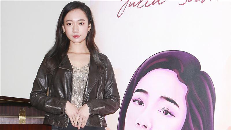 Julia吳卓源