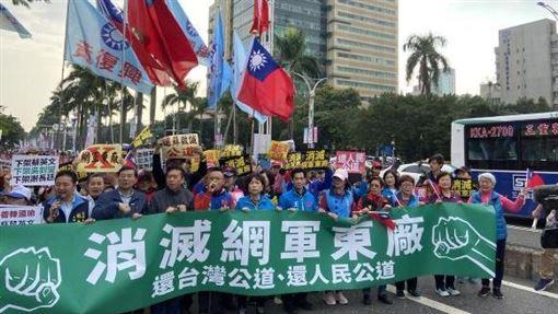 國民黨前往行政院抗議網軍事件