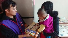 單親媽媽斷糧向外求援 人安基金會伸援