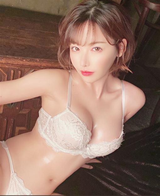 整形,AV天后,明日花綺羅,深田詠美,性感推特