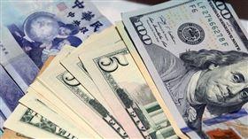 新台幣兌美元匯率11日以30.510元開盤,貶0.7分。